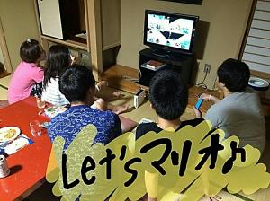 ↑右端が川端先生。ゲームにも全力です(^^)